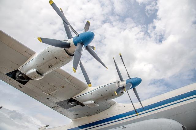 aircraft-590355_640