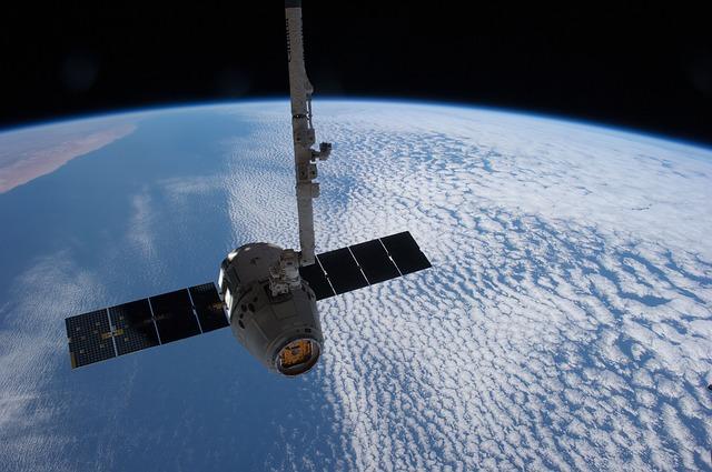 satellite-693280_640