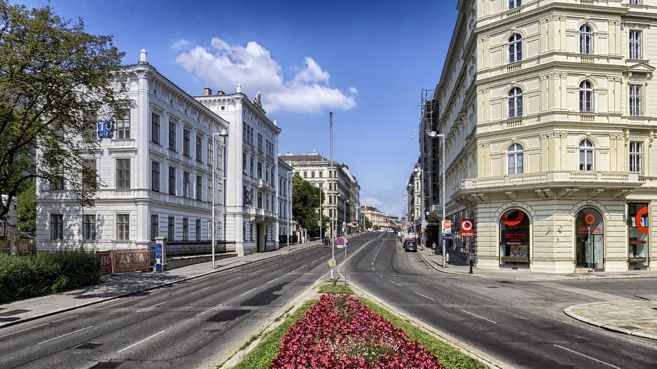 Wollen Sie in eine internationale Stadt umziehen und die Kosten wissen?