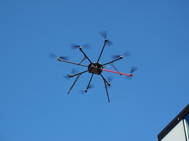 drone-592219_640